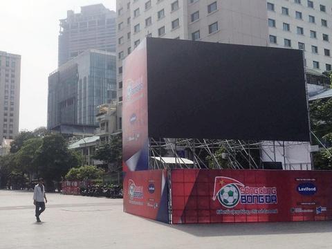 5 màn hình 90 m2 ở phố Nguyễn Huệ phục vụ CĐV trận Việt Nam - Malaysia