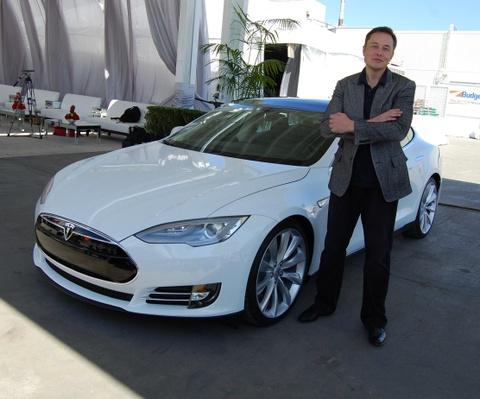 Vi sao so huu 20 ty USD nhung Elon Musk thieu tien mat? hinh anh