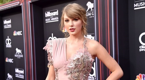 Taylor Swift bat ngo co mat tai BBMAs 2018 xem 'doi thu' BTS dien hinh anh