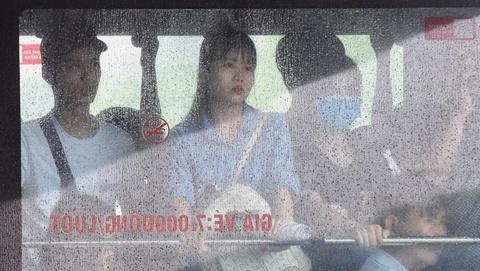 Hang tram nghin nguoi chon chan trong mua khap cac nga duong Ha Noi hinh anh