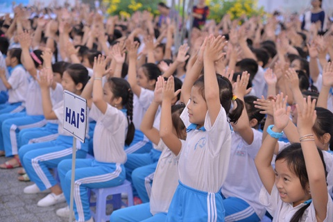 1.300 hoc sinh tham gia phat dong chuong trinh bao ve nuoc sach hinh anh