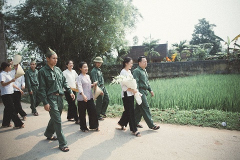 Dan mang thich thu voi bo anh '100 nam dam cuoi Viet Nam' hinh anh 4
