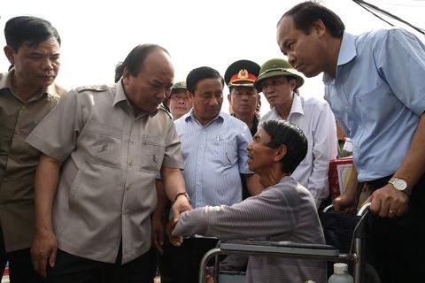 Thu tuong den Ha Tinh: Khong de canh tieu dieu noi bao di qua hinh anh