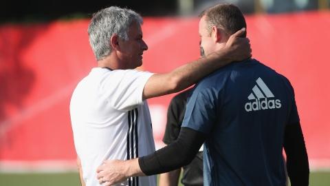 De Rooney toa sang, Mourinho phai phan boi... Rooney hinh anh