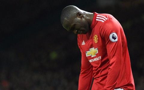 Su that la Mourinho dang lam hai Lukaku hinh anh