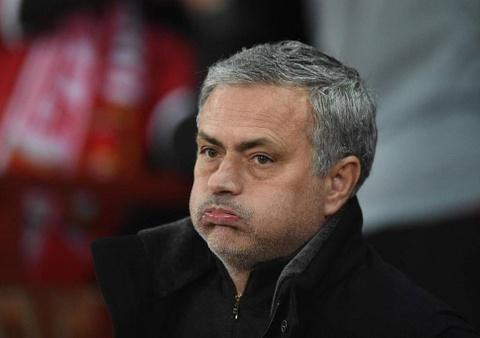 That buon khi lich su MU dang bi Mourinho cha dap hinh anh