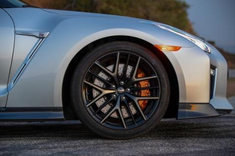 Nissan GT-R 2019 cap ben nuoc My, gia gan 100.000 USD hinh anh 2