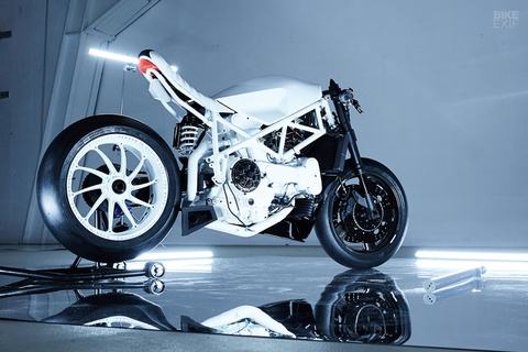 Ducati 916 do theo phong cach giay bong ro Air Jordan hinh anh 8