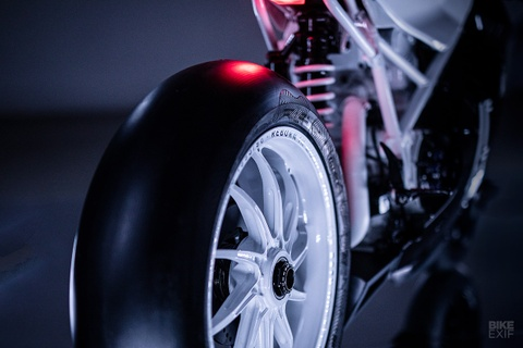 Ducati 916 do theo phong cach giay bong ro Air Jordan hinh anh 7
