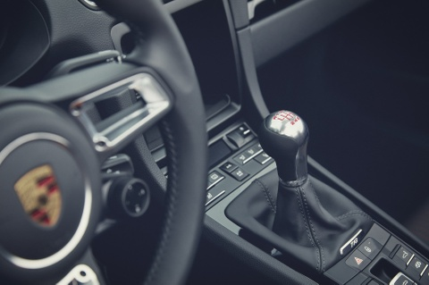 Porsche ra mat 718 T Boxster va Cayman, manh gan 300 ma luc hinh anh 3