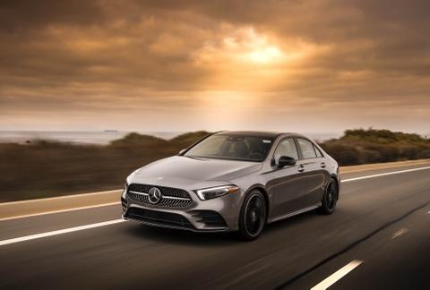 Mercedes-Benz A-Class Sedan 2019 gia tu 32.500 USD tai My hinh anh