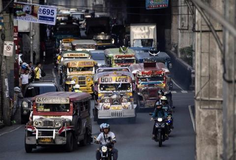 'Dac san' xe Jeepney cua Philippines sap bien mat hinh anh 1