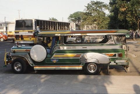 'Dac san' xe Jeepney cua Philippines sap bien mat hinh anh 3