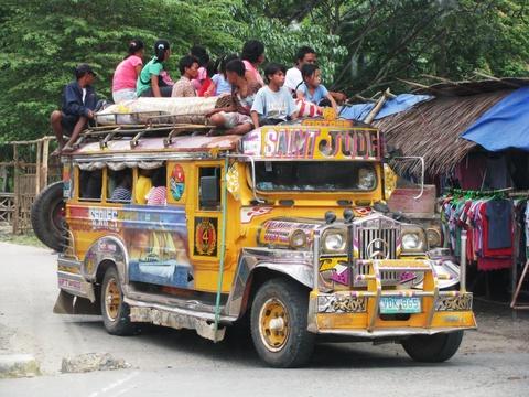'Dac san' xe Jeepney cua Philippines sap bien mat hinh anh