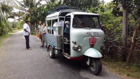 'Dac san' xe Jeepney cua Philippines sap bien mat hinh anh 9