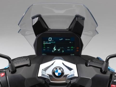 Tay ga BMW C 400 X sap ve Viet Nam, canh tranh Honda SH 300i hinh anh 7