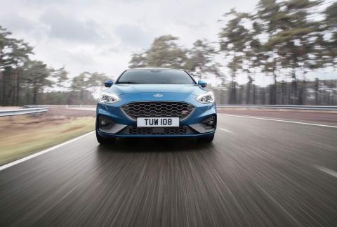Ford Focus ST 2019 ra mat, trong binh dan nhung manh xap xi Mustang hinh anh 4
