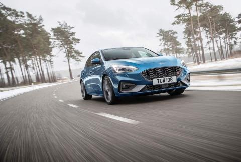 Ford Focus ST 2019 - 'quai vat' 5 cua lo dien hinh anh