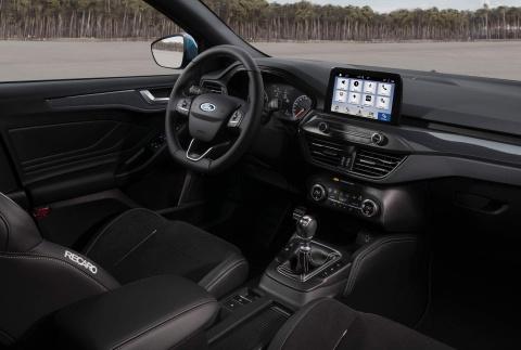 Ford Focus ST 2019 ra mat, trong binh dan nhung manh xap xi Mustang hinh anh 5