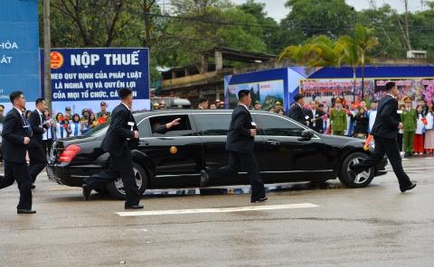 Mercedes-Benz S 600 Pullman Guard boc thep ho tong Kim Jong Un ve HN hinh anh 4