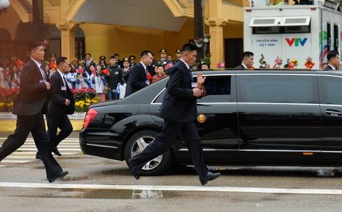 Mercedes-Benz S 600 Pullman Guard boc thep ho tong Kim Jong Un ve HN hinh anh 6