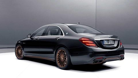 Chi con 130 chiec sedan Mercedes cuoi cung dung 'sieu dong co' V12 hinh anh 3