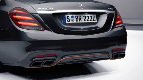 Chi con 130 chiec sedan Mercedes cuoi cung dung 'sieu dong co' V12 hinh anh 4