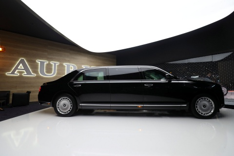 Limousine cua ong Putin co ban thuong mai, doi thu cua Rolls-Royce hinh anh 4