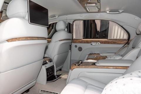 Limousine cua ong Putin co ban thuong mai, doi thu cua Rolls-Royce hinh anh 10