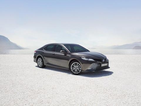 Toyota Camry tro lai chau Au sau 14 nam vang bong, gia tu 39.000 USD hinh anh 1