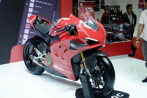 Can canh superbike duong dua Ducati Panigale V4 R hinh anh 1