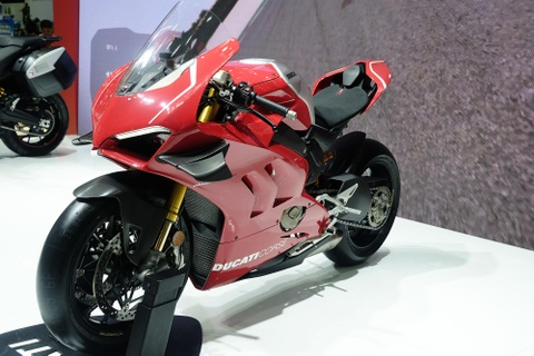Can canh superbike duong dua Ducati Panigale V4 R hinh anh 5