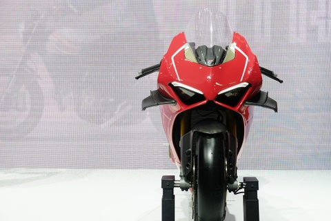 Can canh superbike duong dua Ducati Panigale V4 R hinh anh 3