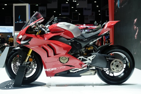 Can canh superbike duong dua Ducati Panigale V4 R hinh anh 2