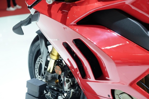 Can canh superbike duong dua Ducati Panigale V4 R hinh anh 4