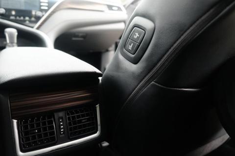 Toyota Camry 2019 - re hon, tre hon, kem sang hon hinh anh 15