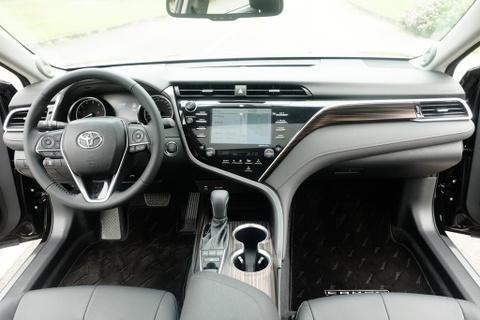 Toyota Camry 2019 - re hon, tre hon, kem sang hon hinh anh 13