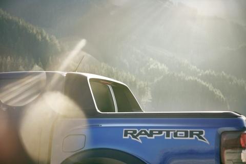 Thanh cong tai DNA, Ford Ranger Raptor tan cong thi truong chau Au hinh anh 3