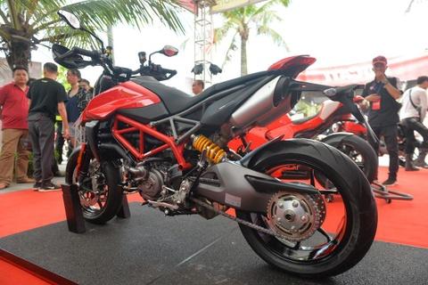Chi tiết cào cào đô thị Ducati Hypermotard 950 giá 460 triệu