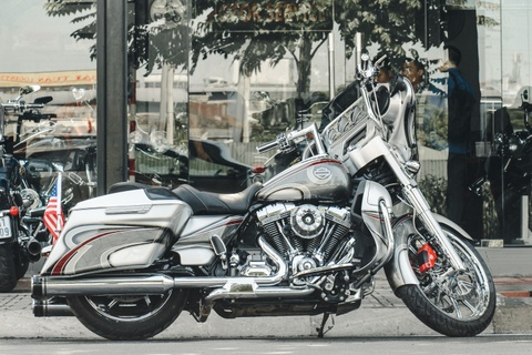 Harley-Davidson Street Glide CVO ngau hon voi cac trang bi hang hieu hinh anh