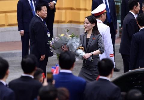 Em gai lanh dao Kim Jong Un noi bat trong chuyen tham tai Ha Noi hinh anh 1