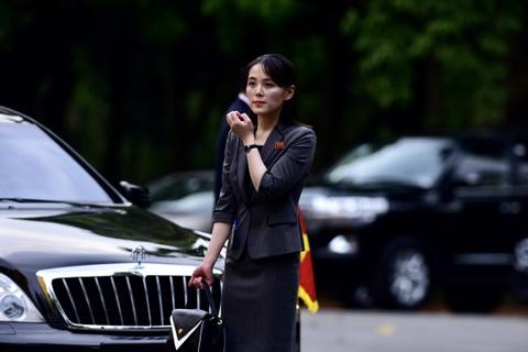 Em gai lanh dao Kim Jong Un noi bat trong chuyen tham tai Ha Noi hinh anh 2