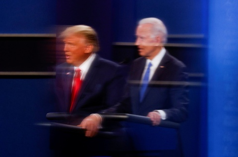 Su doi lap ro net Trump - Biden qua dem tranh luan cuoi hinh anh