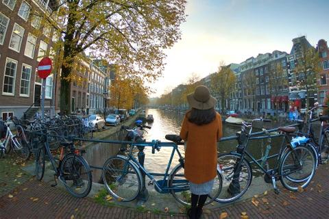 Kham pha Amsterdam - noi xe dap nhieu hon dan so cua thanh pho hinh anh