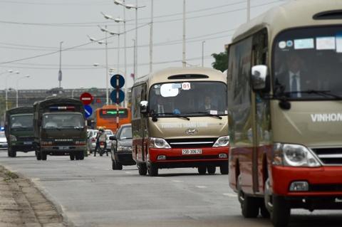 Doan xe cho nhan vien an ninh Trieu Tien roi Noi Bai ve Ha Noi hinh anh