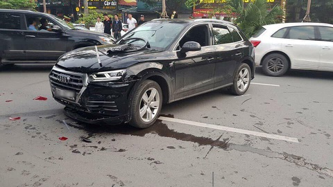 Audi Q5 lui xe gay tai nan lien hoan tren pho Ha Noi hinh anh