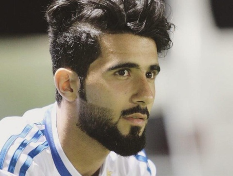 Doi truong U23 Iraq co ve ngoai lich lam, hut 600.000 fan tren mang hinh anh