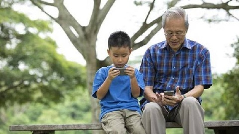 Huong dan nguoi lon tuoi dung smartphone nhu the nao? hinh anh