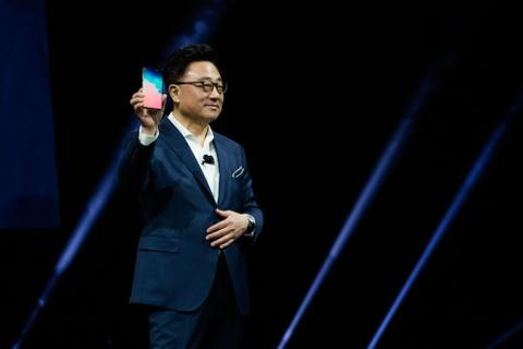 Galaxy Fold mo ra con ac mong moi cho iPhone hinh anh 4
