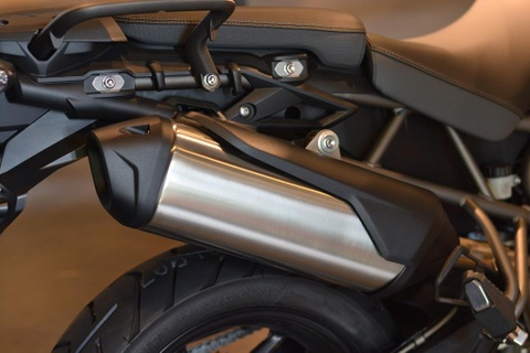Can canh Triumph Tiger 800 2019 - doi trong cua BMW F800 GS hinh anh 12